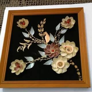 Cadre fleurs en coquillages